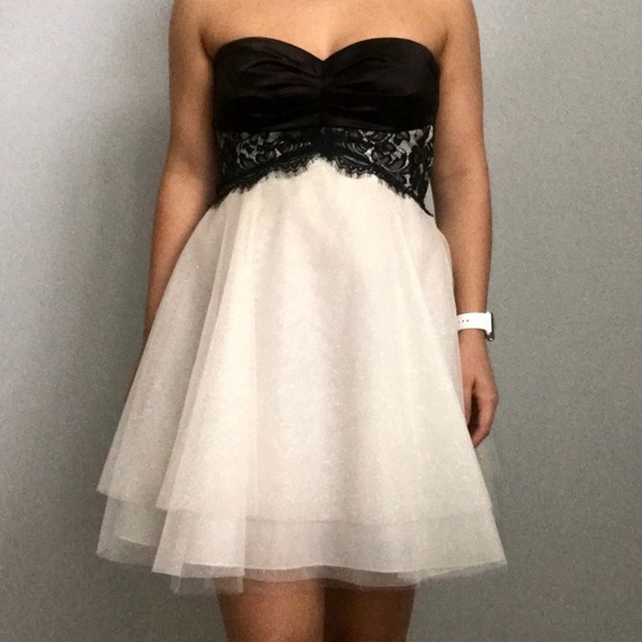 Windsor Dresses Strapless Black And White Lacy Homecoming Dress